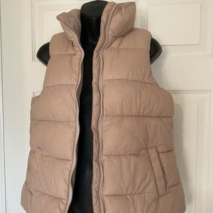 Old Navy Puff Vest size Small
